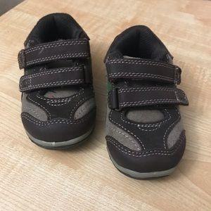 OshKosh Genuine Toddler Boy Shoes, size 5